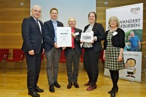 Auszeichnung für den DJK DV Köln und die DJK Wiking (v.l.): Walter Schneeloch (Präsident LSB NRW und Vizepräsident DOSB), Lars Görgens, Henryk Stempin (1. und 2. Vorsitzender DJK Wiking), Daniela Otto (DJK DV Köln) und Kloty Schmöller (LSV Bayern).