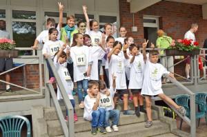 Die teilnehmenden Kinder von Flüchtlings-Sportgruppen der DJK Wiking